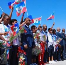 Accueil triomphal pour les grenadières à l'aéroport ToussaintLouverture