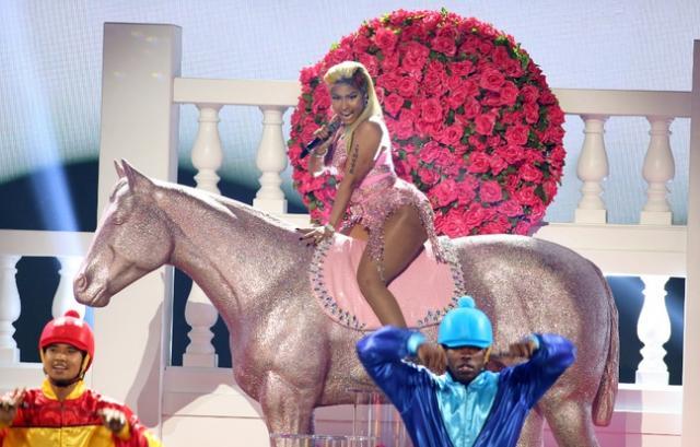 La rappeuse Nicki Minaj embarrasse Stephen Colbert avec unfreestyle