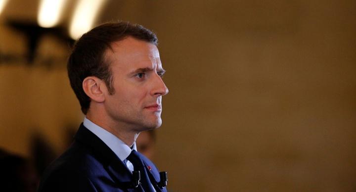 Emmanuel Macron chute de 10 points et atteint son plusbas