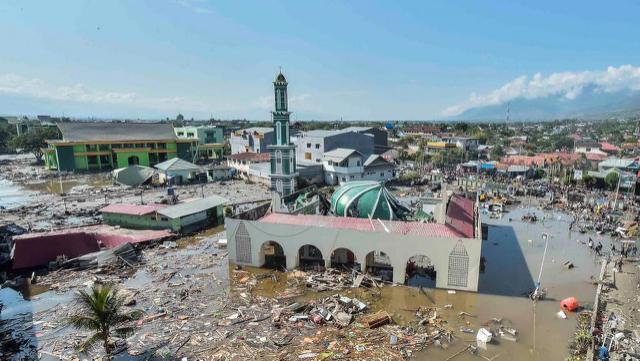 Indonésie: à Palu, le bilan du séisme et du tsunami ne cesse de s'alourdir