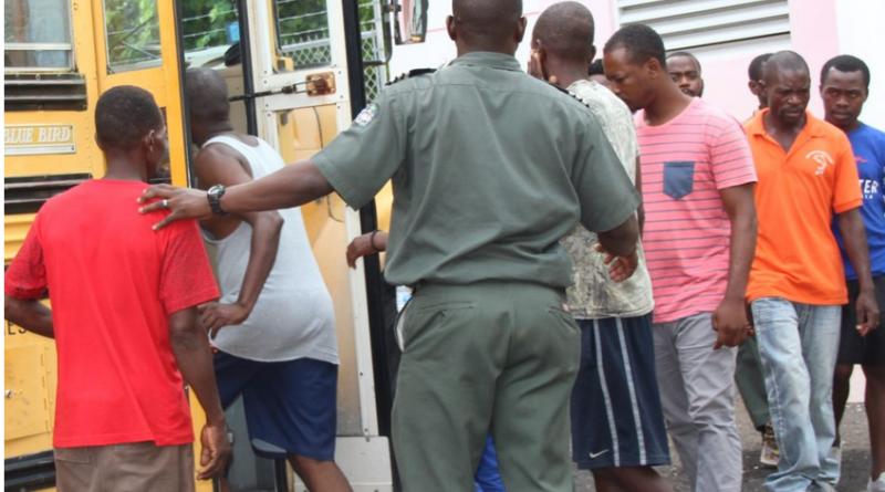 Bahamas : environ une vingtaine de ressortissants haïtiens sans-papiers traqués dans leur sommeil et appréhendés par lapolice